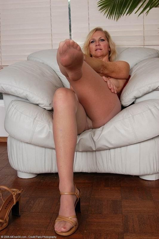 Зрелая - Порно фото галерея 95179