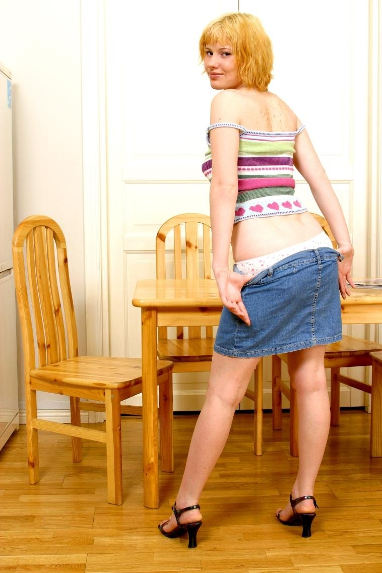 В мини юбке - Порно фото галерея 799571