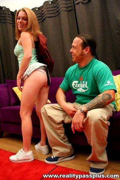 В мини юбке - Порно фото галерея 848635