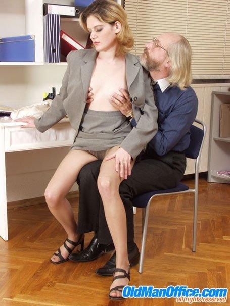 Секс с пожилым мужчиной - Фото галерея 382234