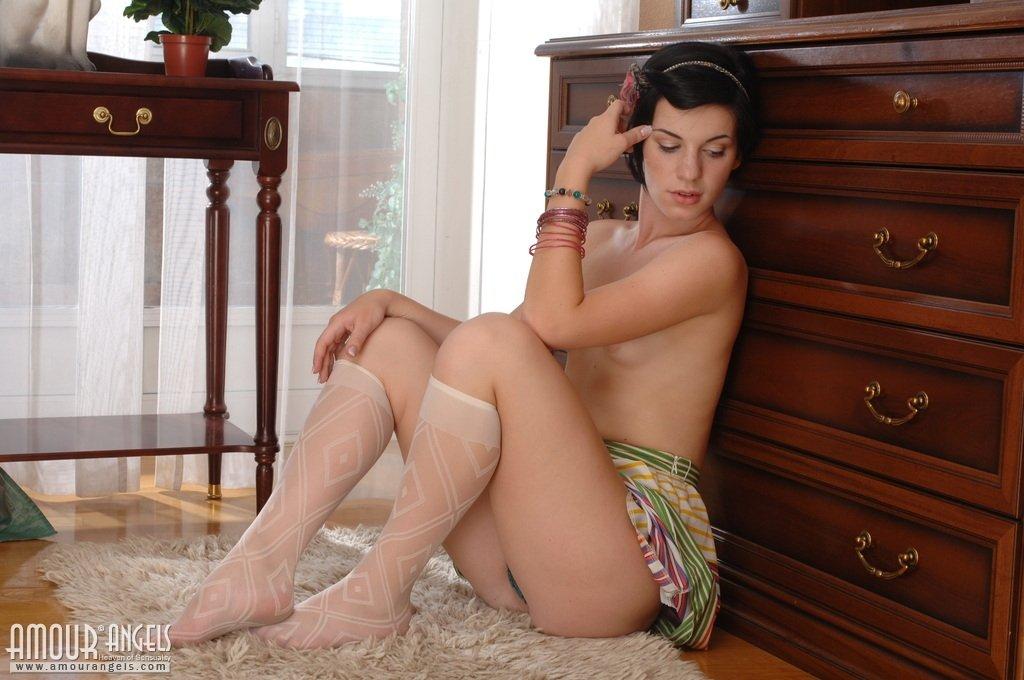 В мини юбке - Порно фото галерея 984023