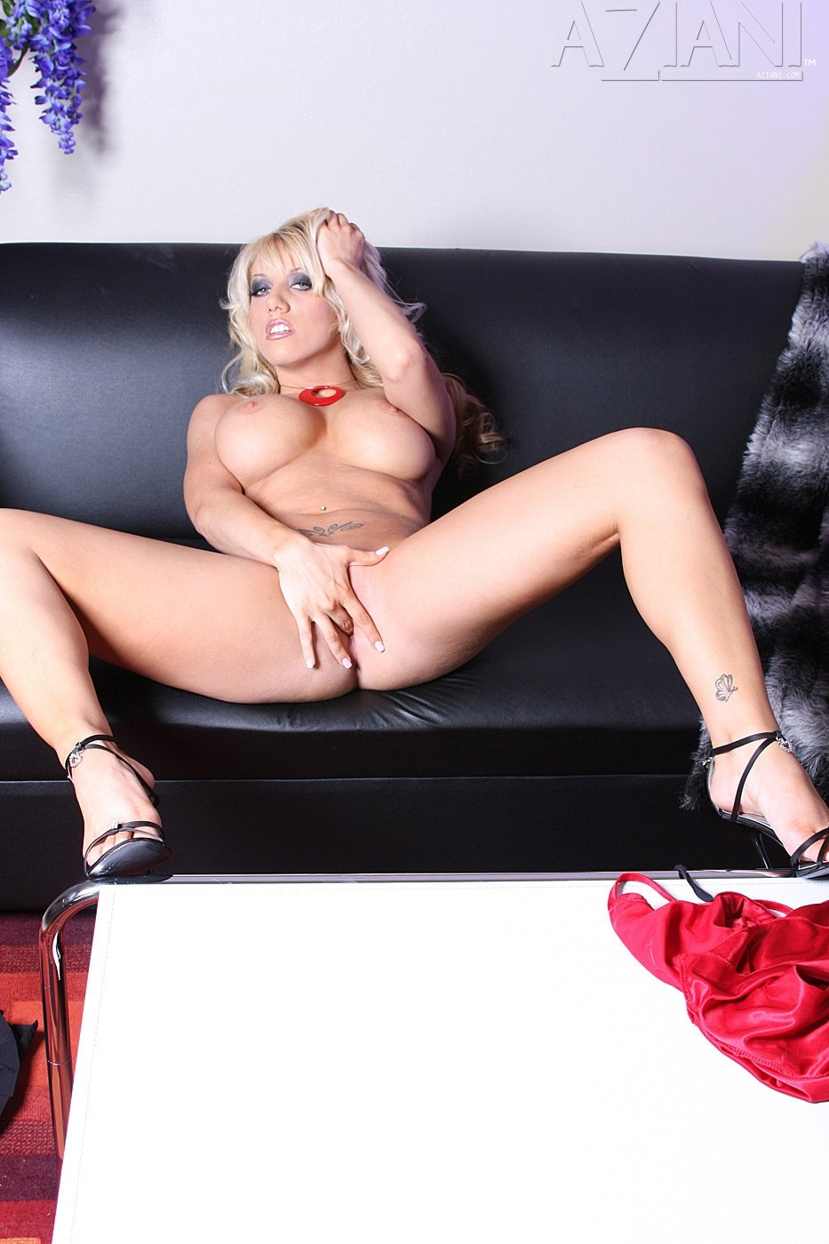 В мини юбке - Порно фото галерея 684831