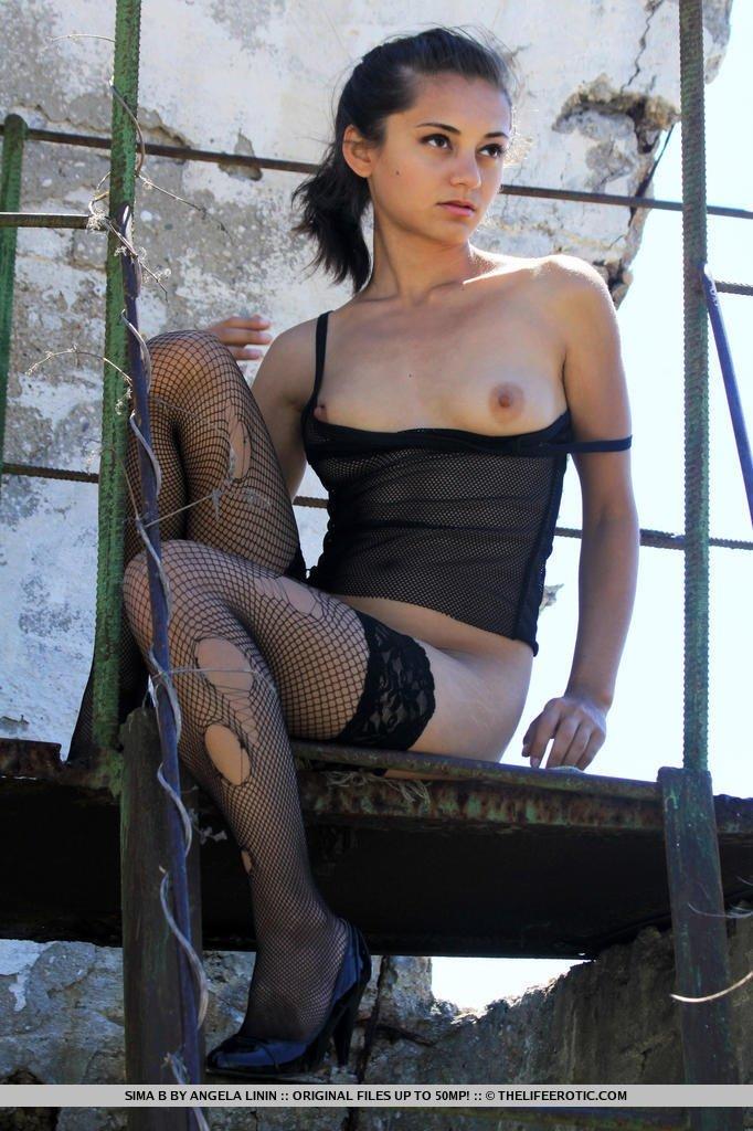 На улице - Порно фото галерея 944190