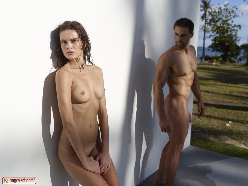 Стройная голая пара