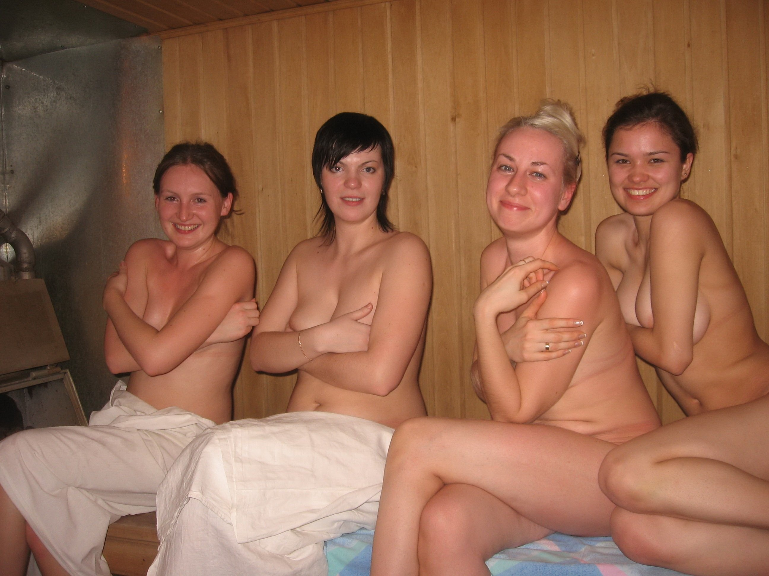 eroticheskie-filmi-golie-v-saune-smotret-onlayn-seks-s-taykami