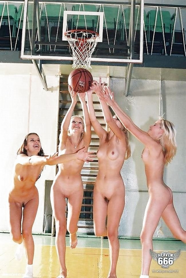 porno-v-razdevalke-basketbolistov