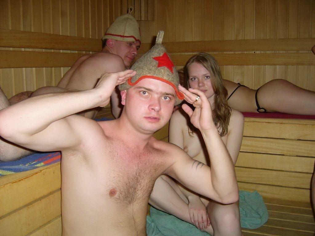mi-s-zhenoy-v-saune-foto