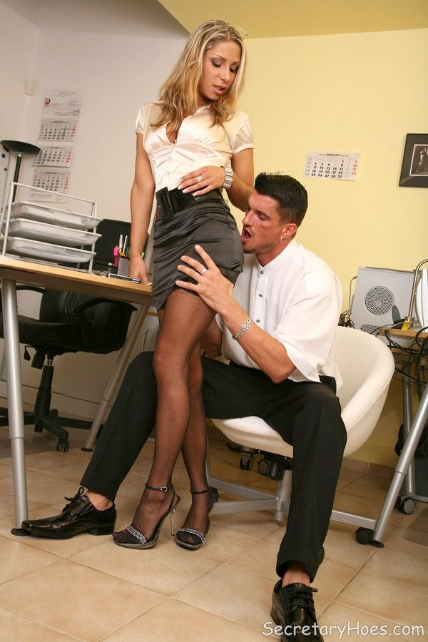 Секретарша - Порно фото галерея 1054558
