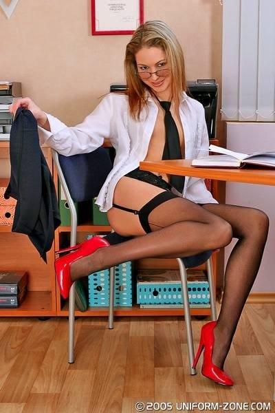 Босс попросил секретаршу возбудить его