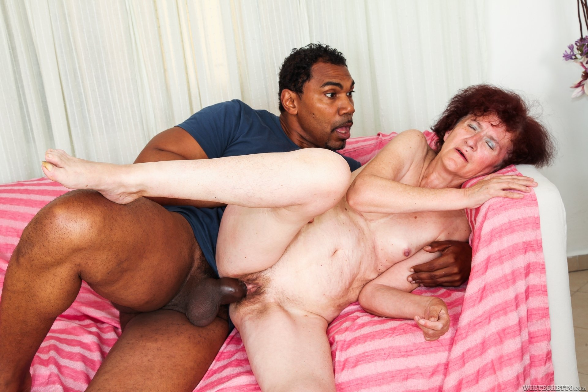 Вижу секс с родной бабушкой