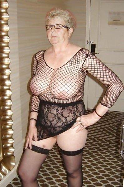 В чулках - Порно фото галерея 1083381