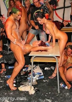 Порно вечеринки фото гaлреи