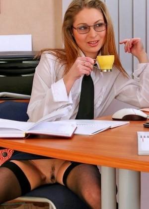 Секретарша хочет чтобы ее выебал директор смотреть секреты стамбула