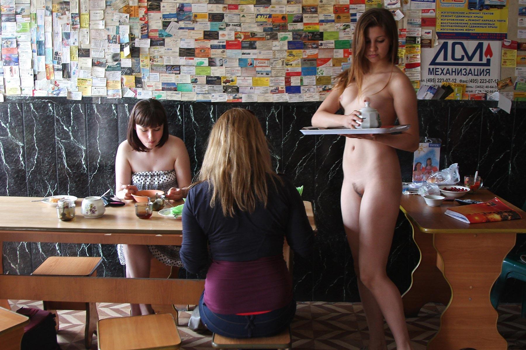 Голая русская официантка