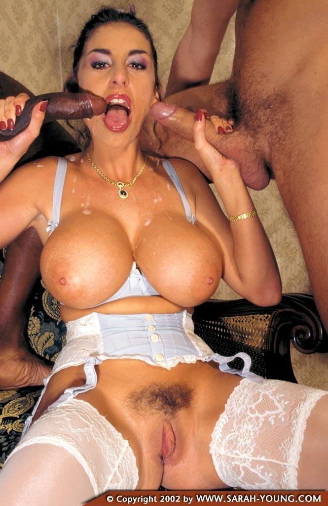 Порно с сарой янг, известная певица без нижнего белья и пьяная выперлась на