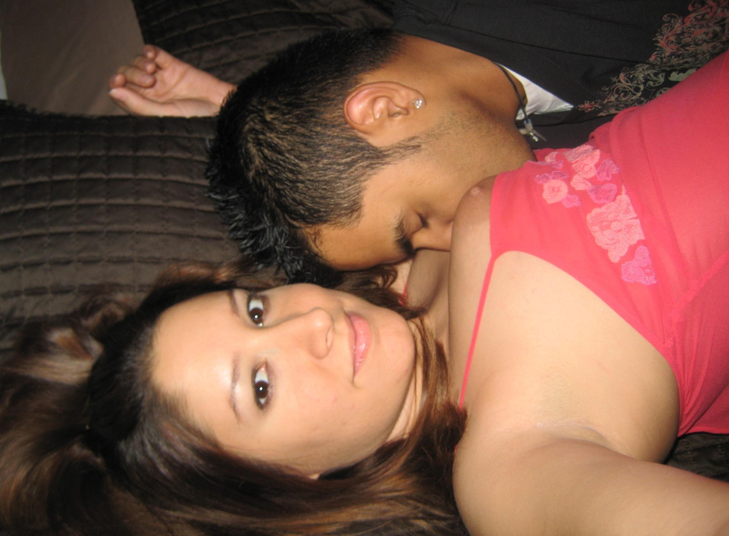 Влюбленная парочка из Испании занимается сексом