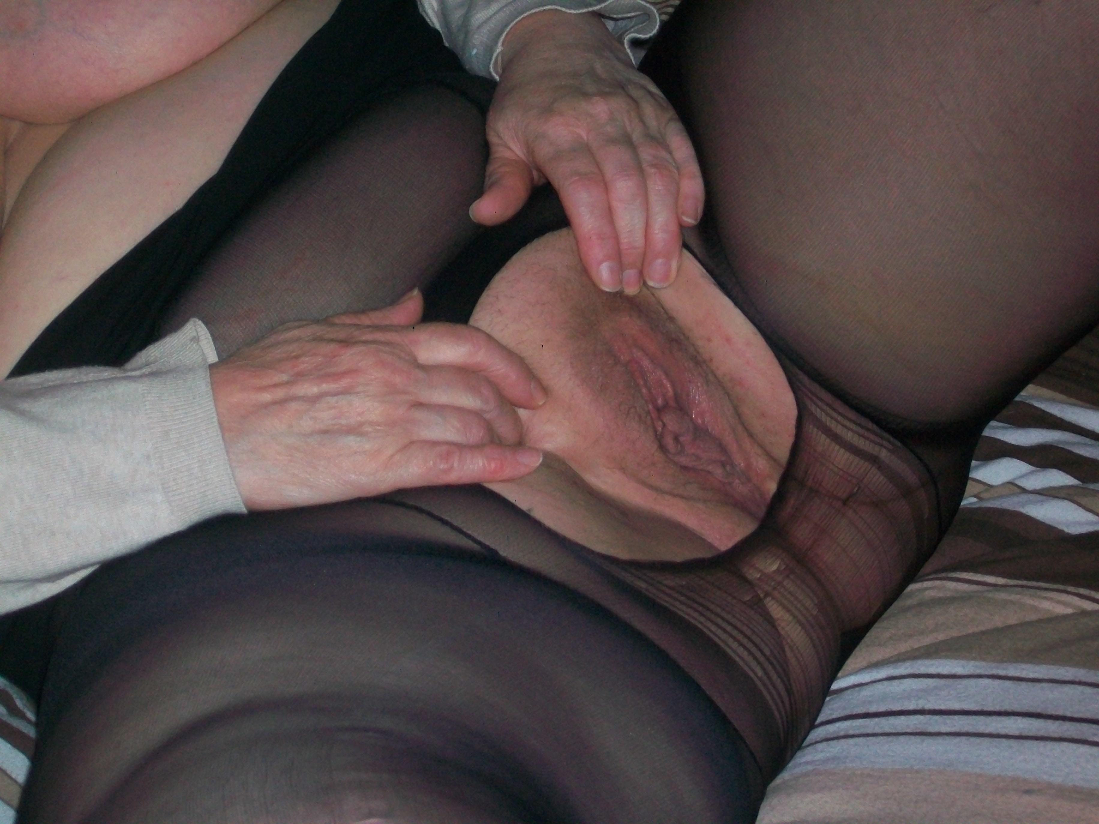 Сует колготки в пизду, Пихают колготки в пизду - видео top Her Flesh HD 15 фотография