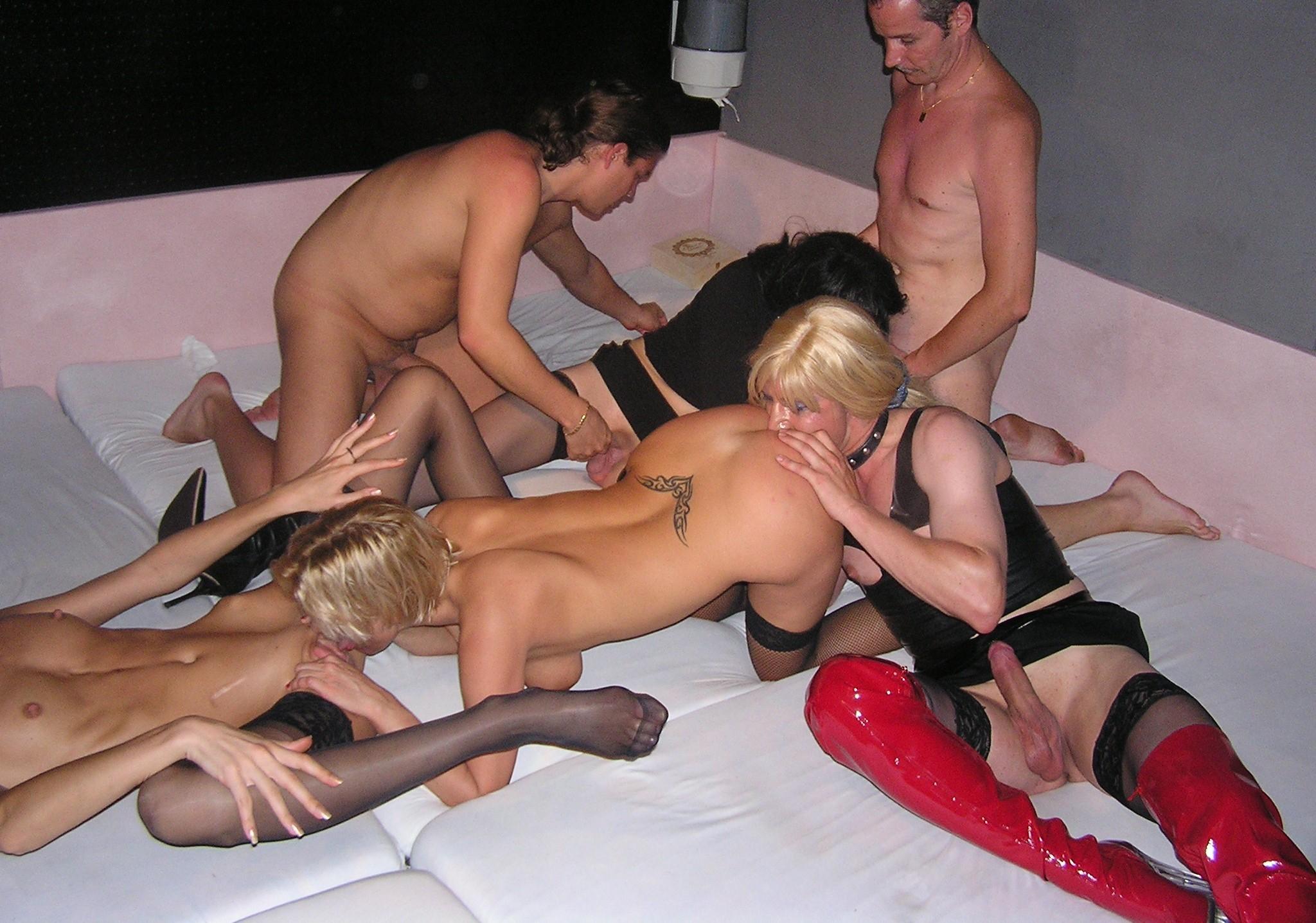 Семейная пара поехали свингер клуб порно