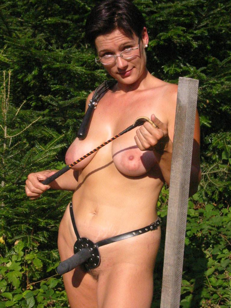 Фетишистка из Швейцарии на природе с мужем