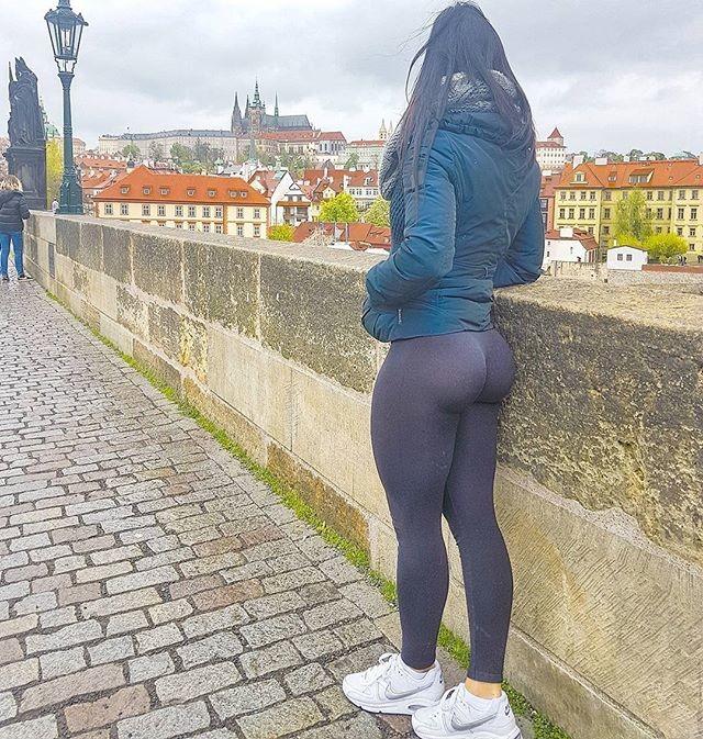 Прекрасная задница словенской фитоняшки