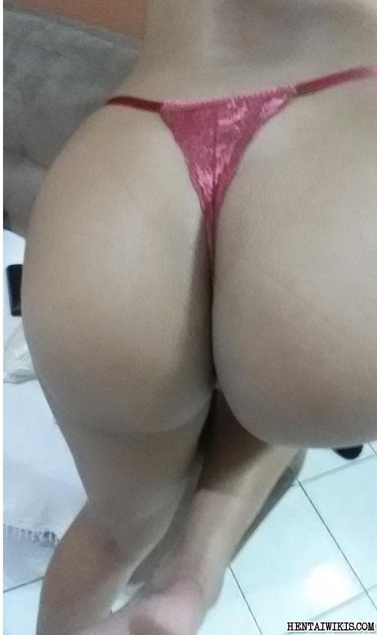 Голая жопа и сиськи темнокожей девушки из Бразилии