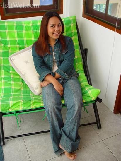 Вьетнамская официантка трахается во влагалище на столе
