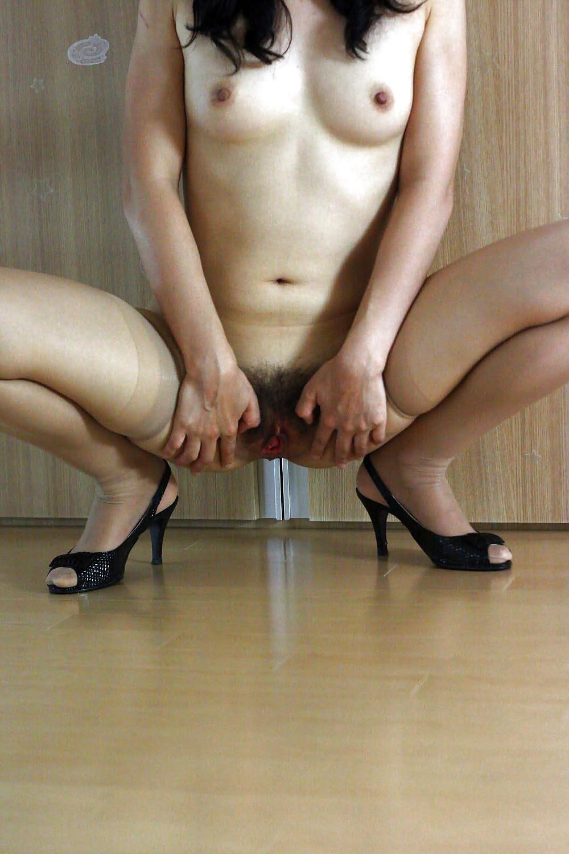 Под юбкой между ног — pic 3