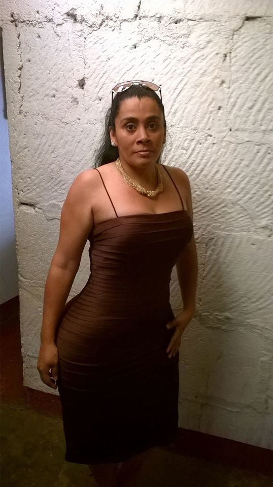 Колумбийка с широким задом (не голая)