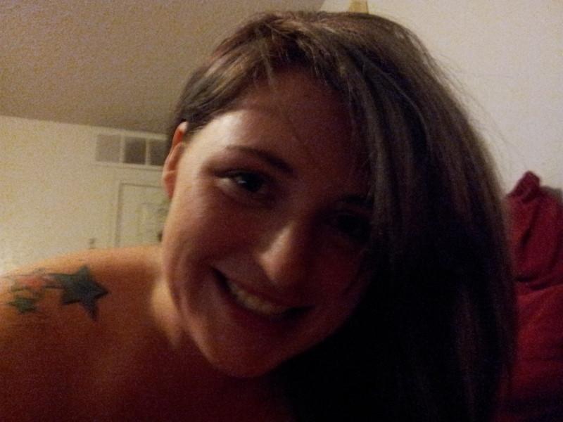 Подружка с большими грудями из Калифорнии сосет член