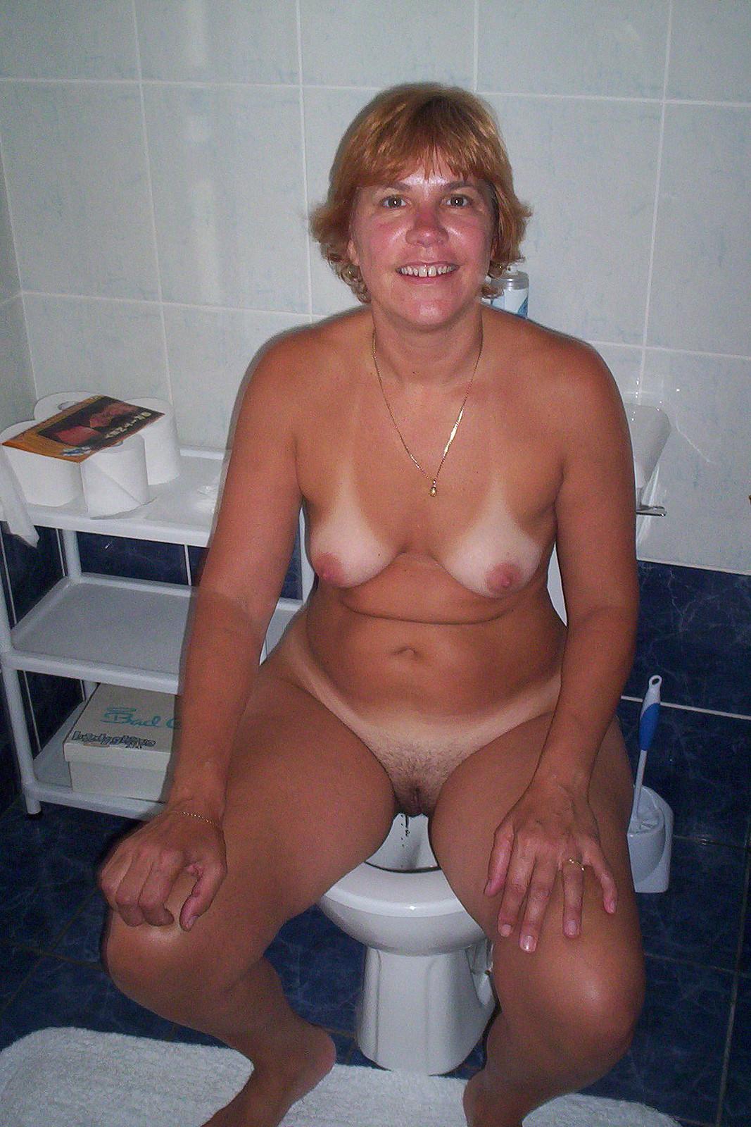 toilet nude mature