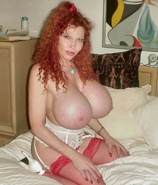 Огромная силиконовая грудь Тедди Баррет