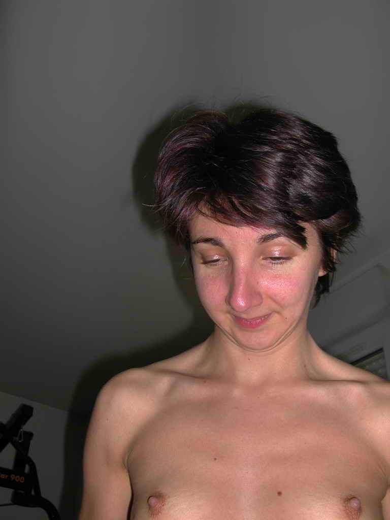 Пьяная плоская телка из Вирджинни ебется в задницу
