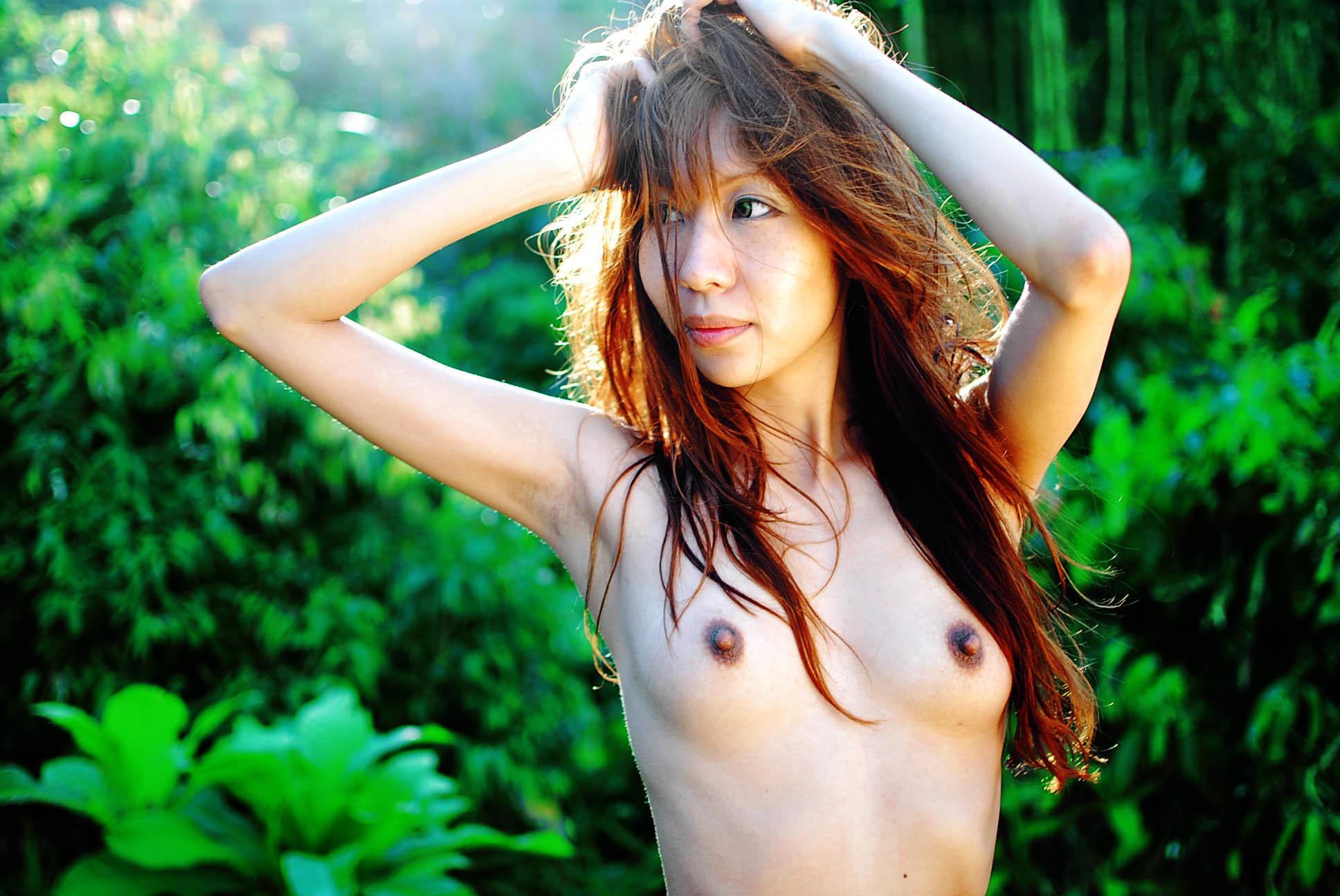 Девушка диджей из Сингапура Тенашар