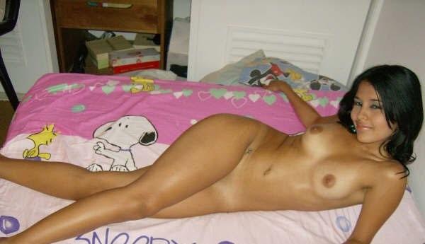 Девушка из Сальвадора оголилась показав маленькую грудь