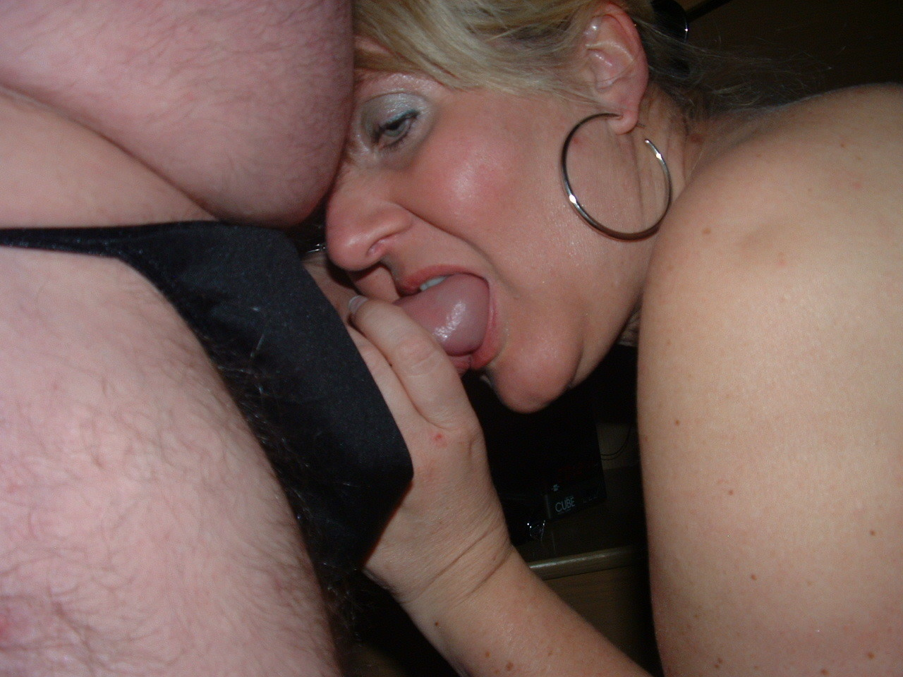Жена сосет и мастурбирует