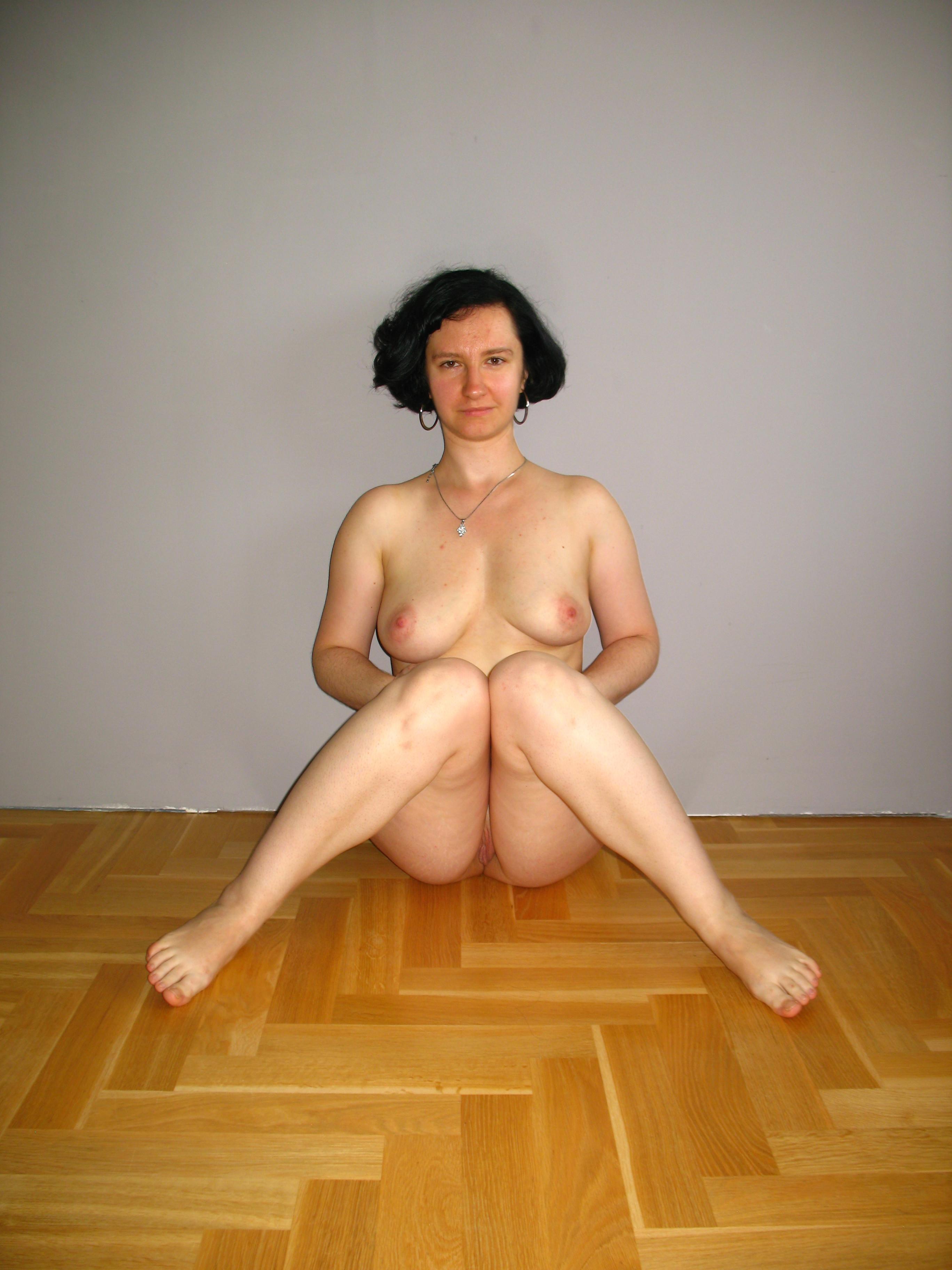 Зрелая полячка Моника в первый раз снимается голой
