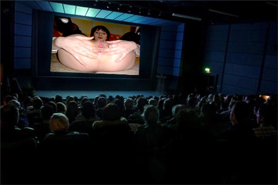 Голая Саша показывает большую анальную дырку