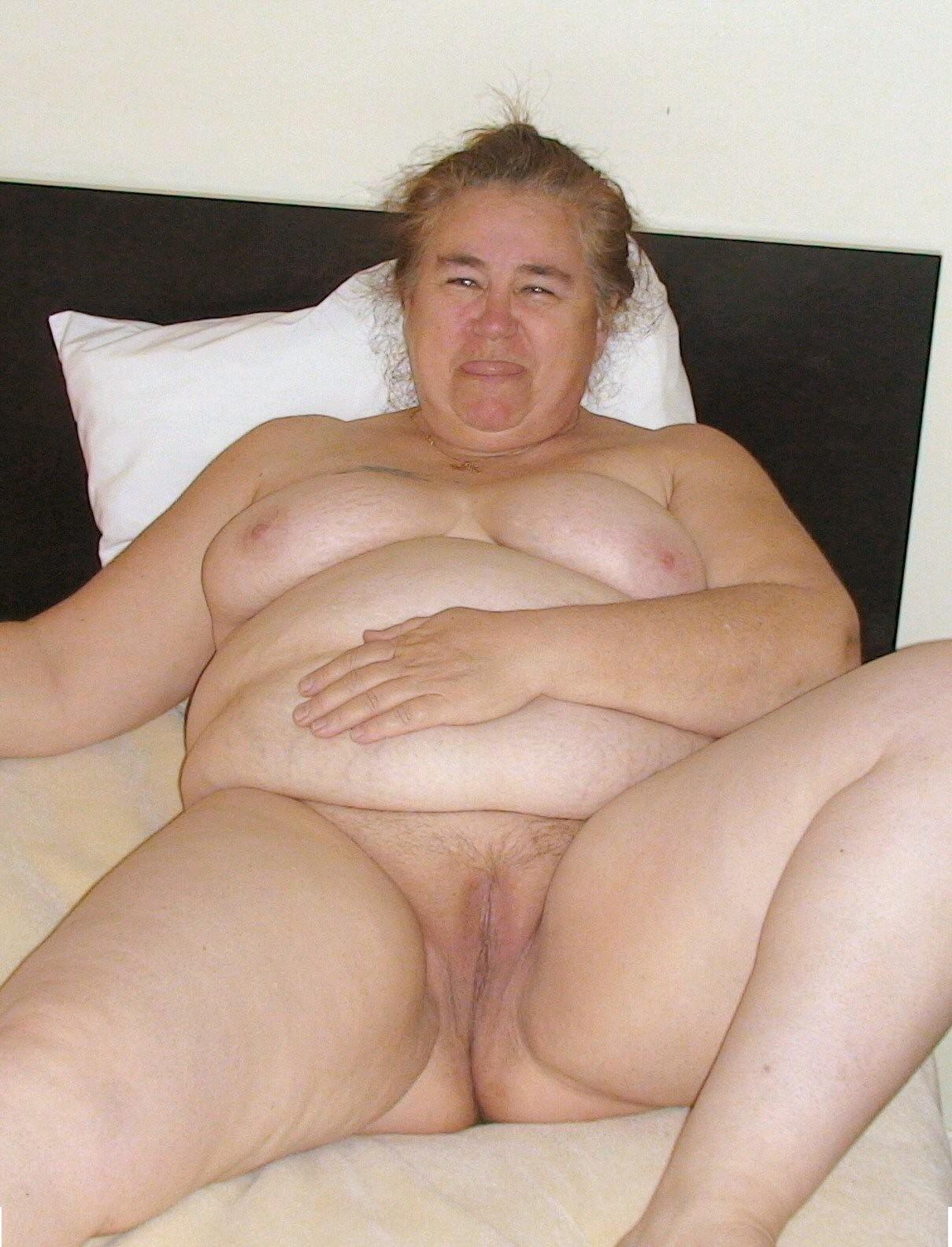Пожилая жирная баба