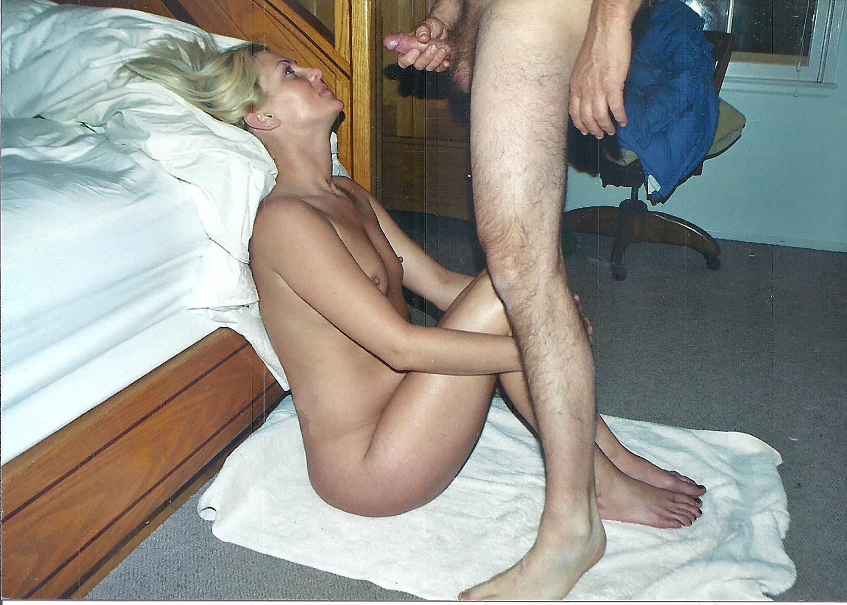 Блондинка отсосала у мужа