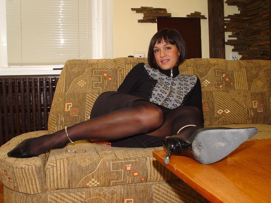 Голая пизда эстонки в одежде