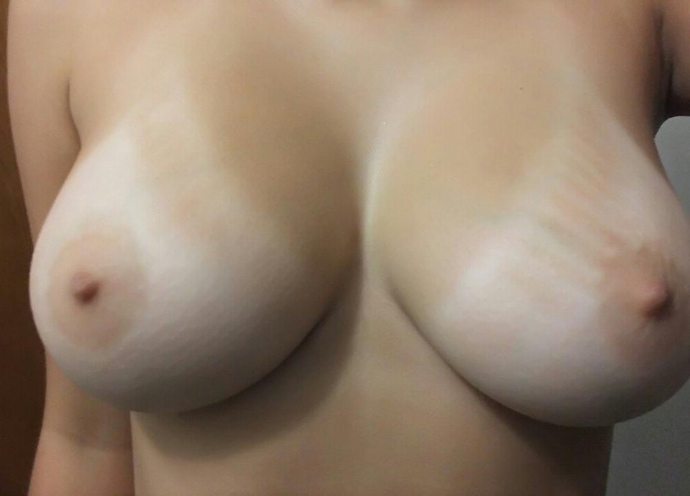 Большая грудь молодой девки