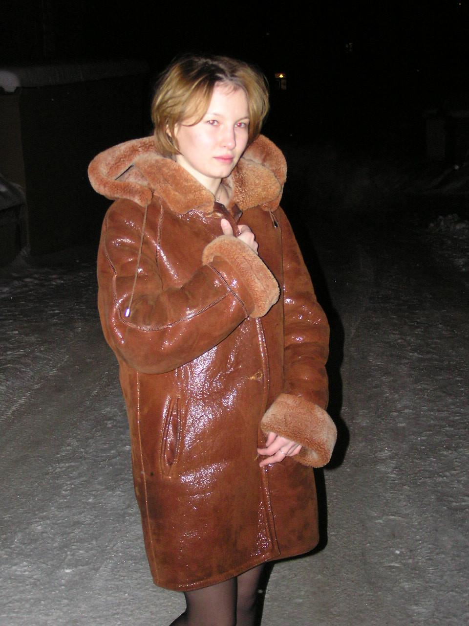 Сибирячка без комплексов светит пиздой и сиськами на улице
