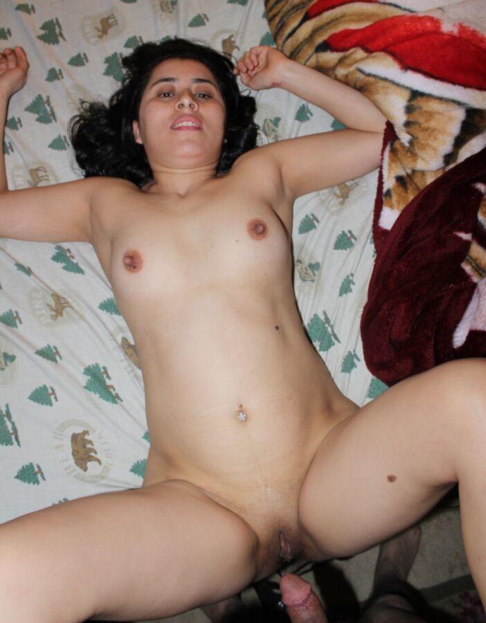 Жена мастурбирует после секса с мужем большим дилдо