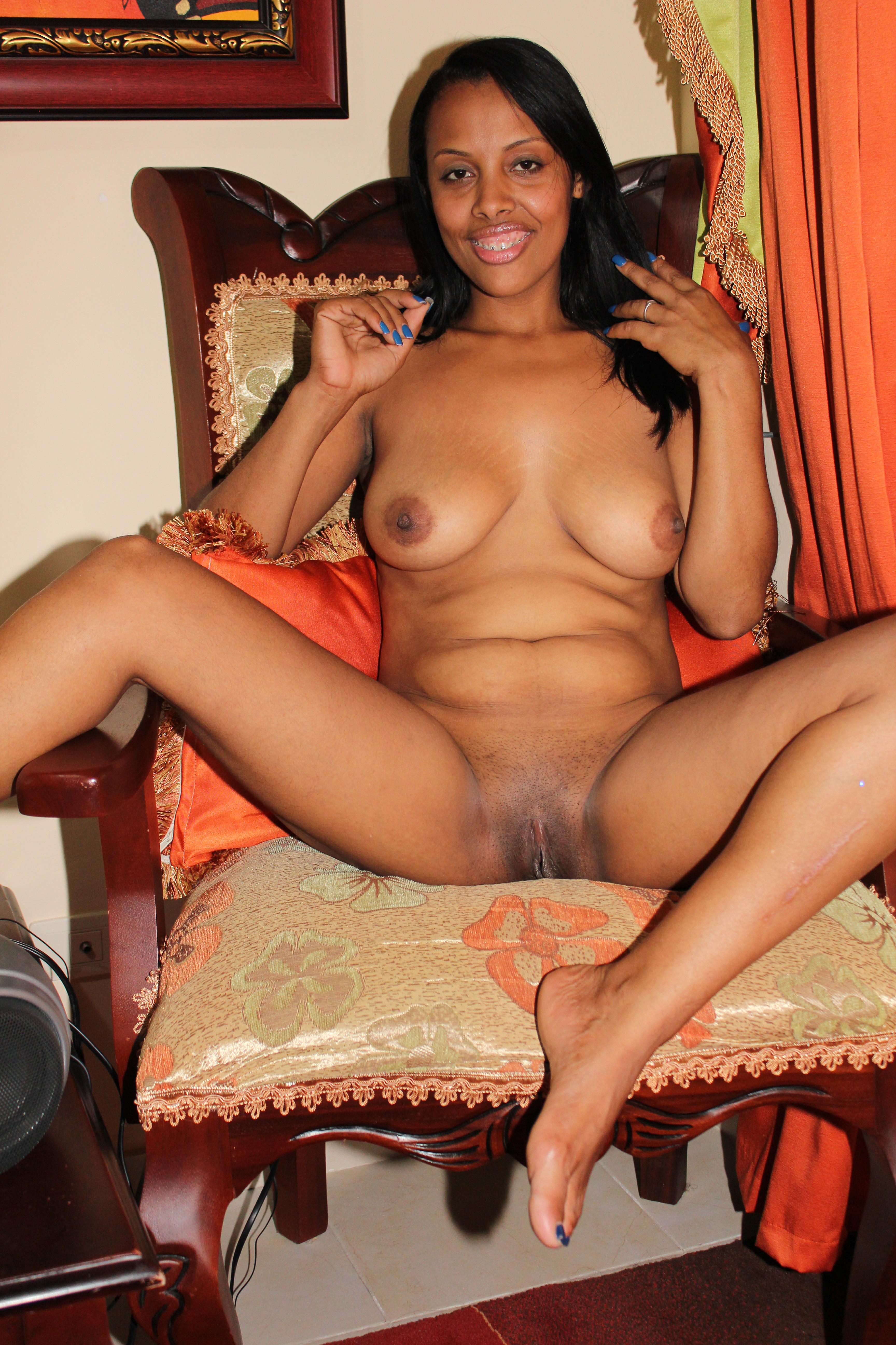 Сексуальная губастая темнокожая мамочка