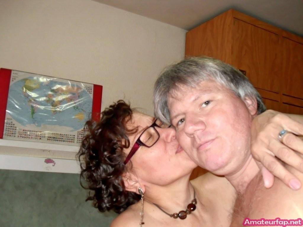 Домашний секс пожилой семейной пары