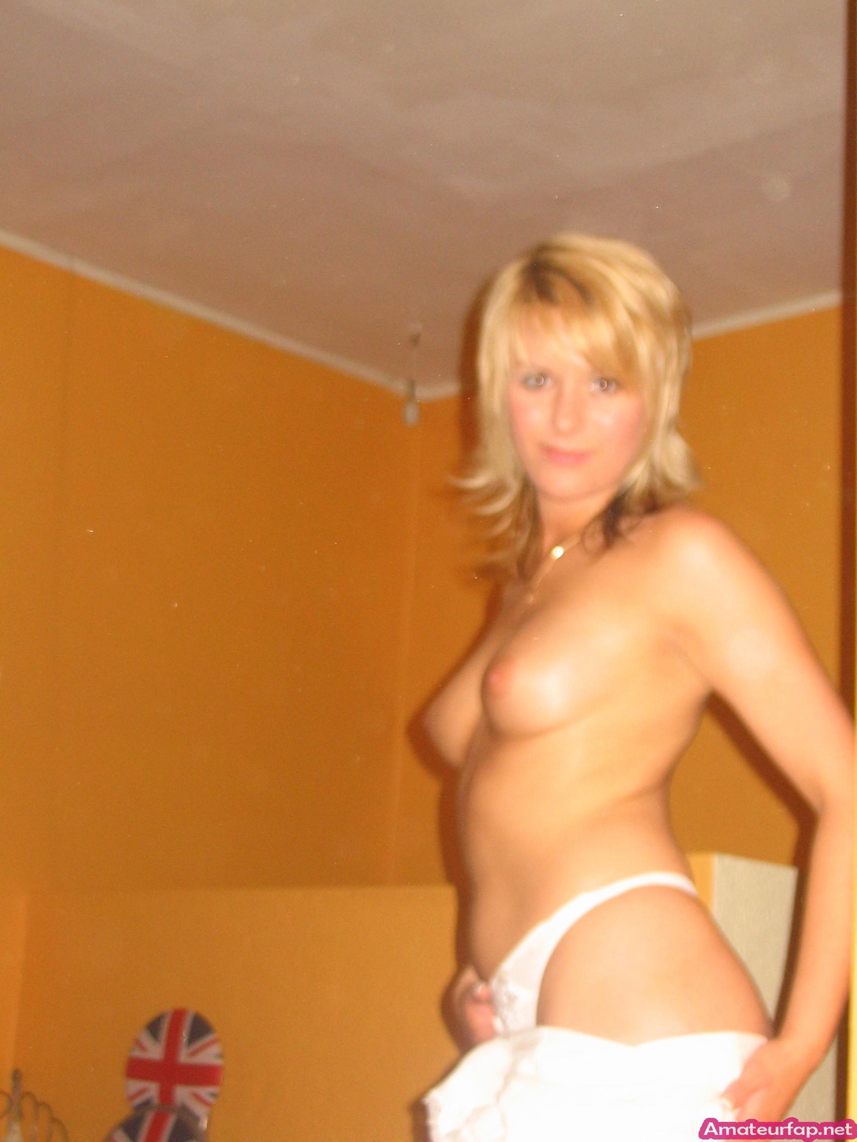 Блондинка не против свингер вечеринок