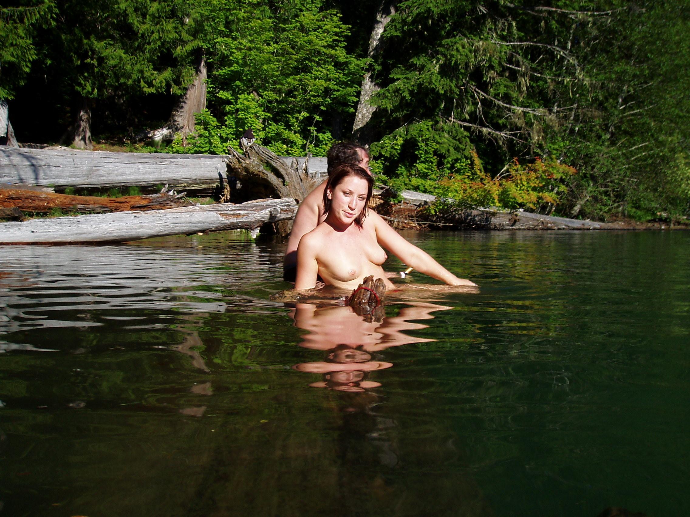 Отдыхаем с женой на озере