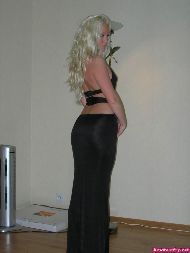 Барби блондинка с узкой попкой