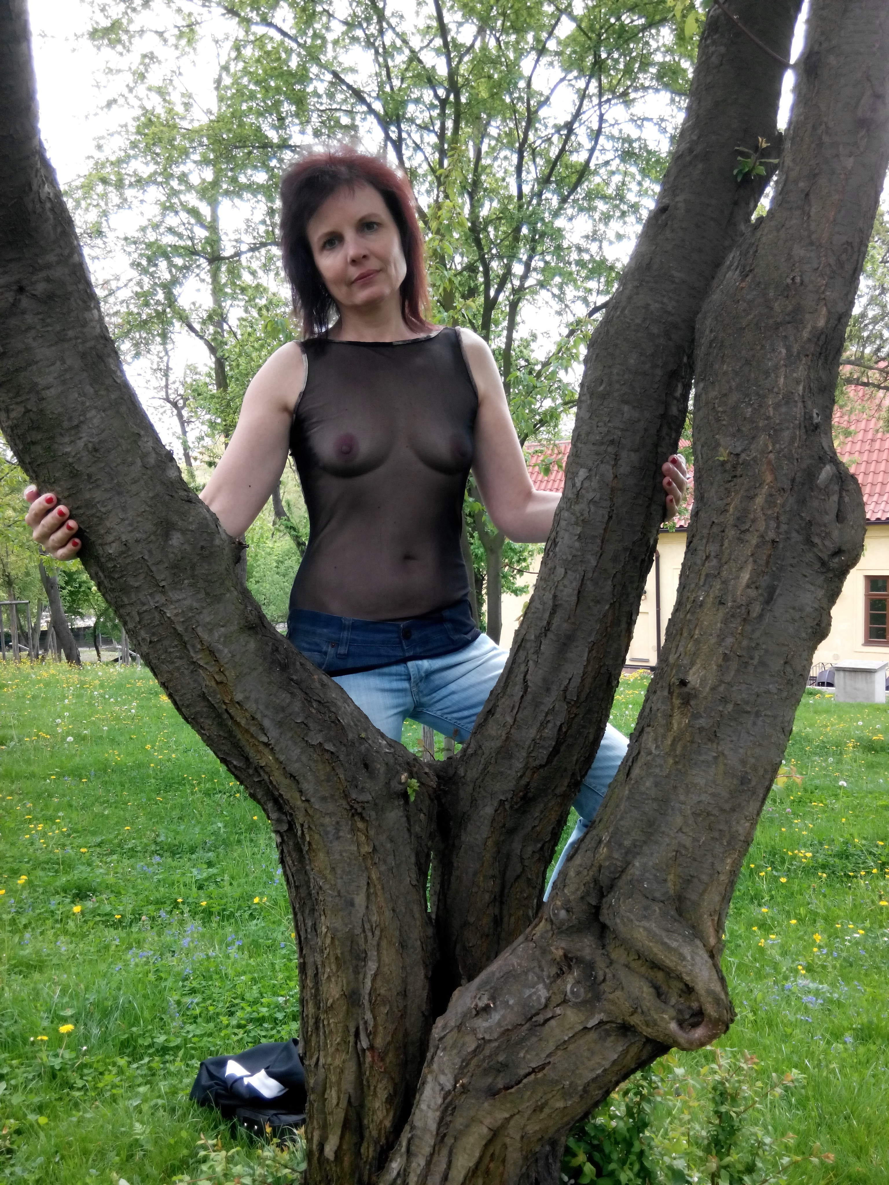 Пожилая стройная женщина из Праги