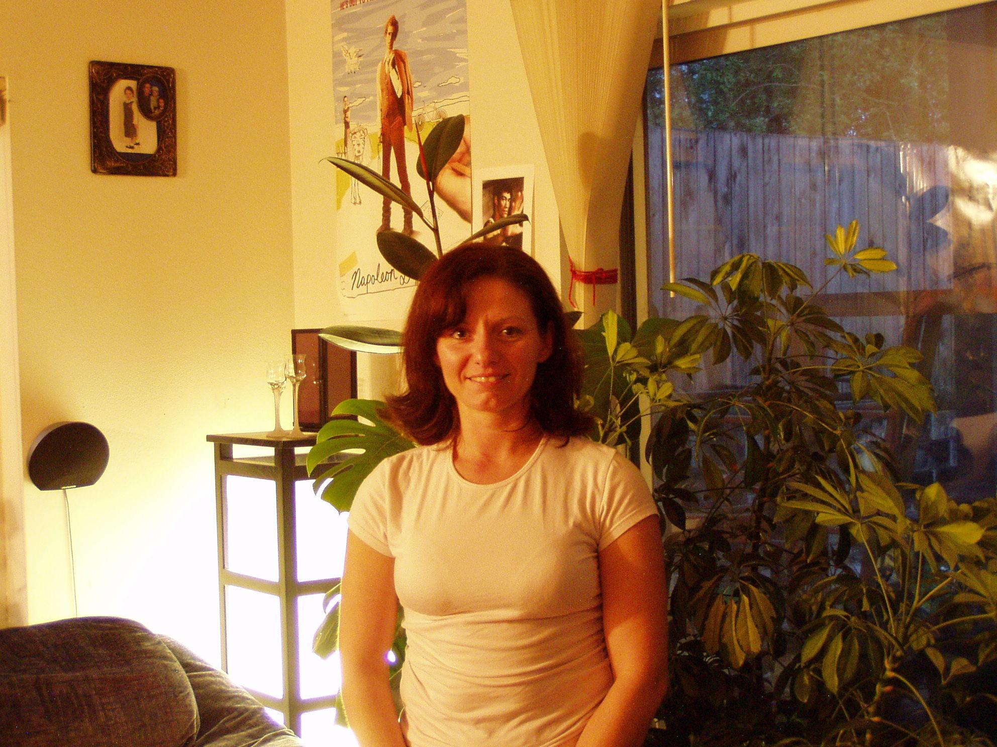 Сиськи зрелой женщины в голубых трусиках